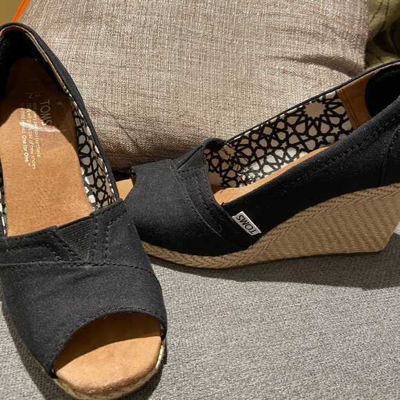 TOMS wedges - size 7W